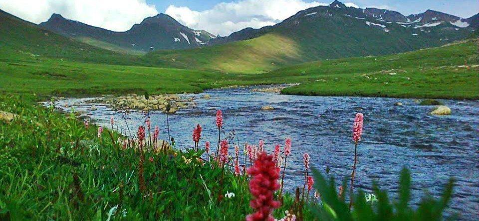 dudipat-lake-naran-pakistan-e1460803976250